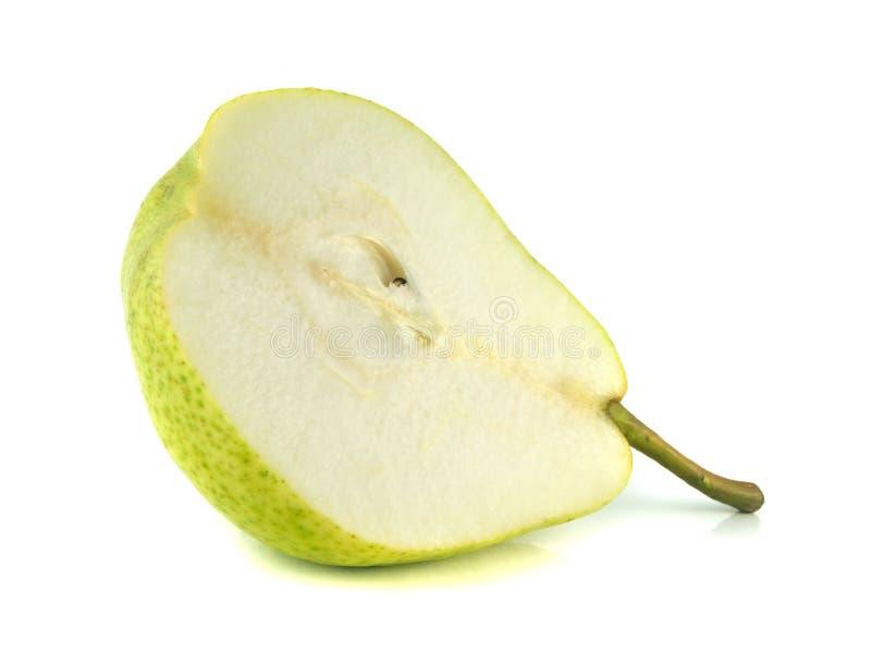 Metade da pera verde no fundo branco (cortado). fotos de stock royalty free