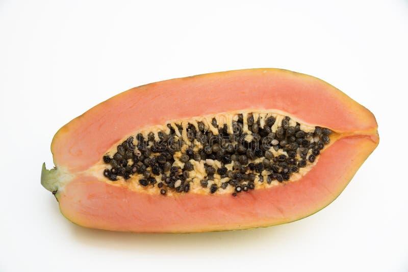 Metade de um fruto da papaia no fundo branco imagens de stock royalty free