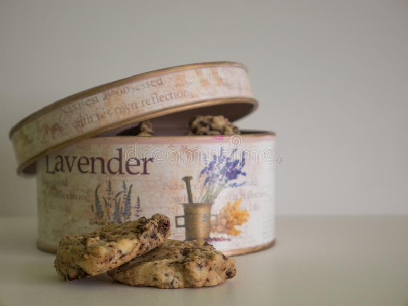 A metade do frasco de cookie do vintage abriu fotos de stock royalty free