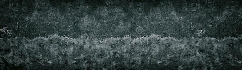 A metade preta gasto velha pintou a textura do muro de cimento Fundo escuro largo do grunge fotos de stock