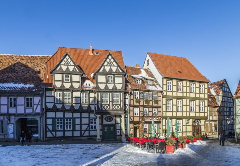 A metade velha cênico suportou casas em Quedlinburg foto de stock