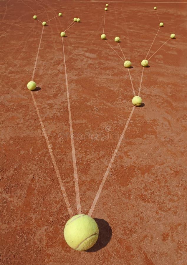 Metafora di affari con le sfere di tennis fotografie stock libere da diritti