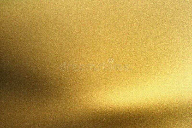 Metal áspero dourado de incandescência da folha, fundo abstrato da textura imagens de stock