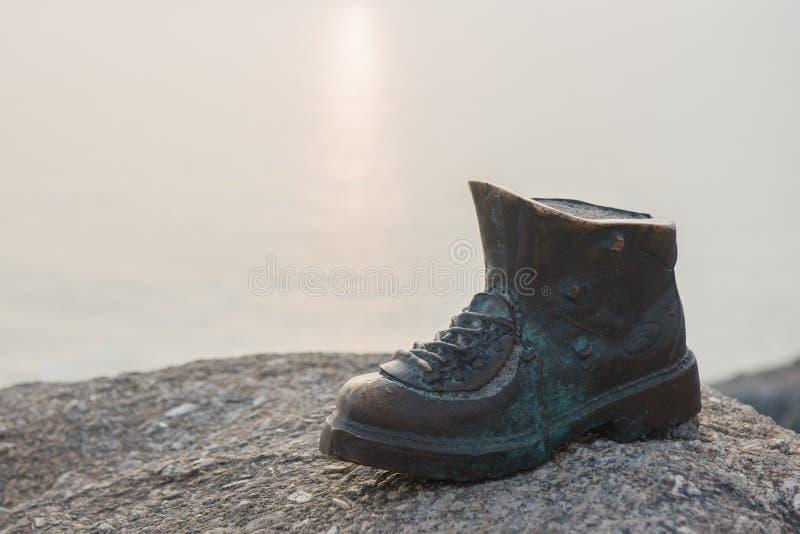 Metal ботинок около маяка Finisterre, Галиция, Испания стоковые изображения