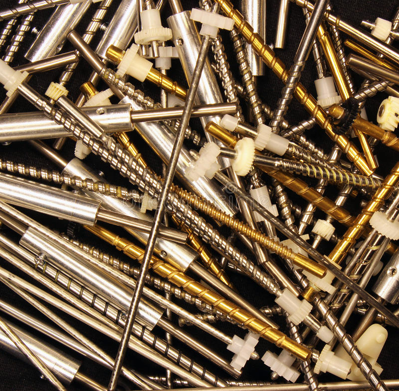 Metal винты и валы червя с пластичными cogwheels и шестернями дальше стоковое фото