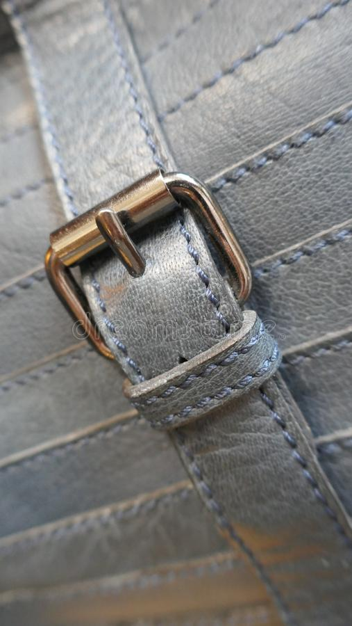 Metal закрытие кожаной сумки, конец-вверх стоковые фото