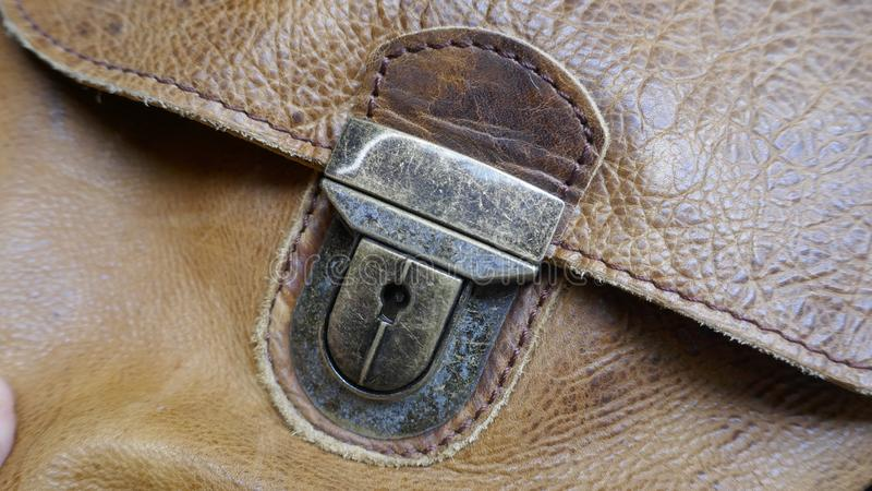 Metal закрытие кожаной сумки, конец-вверх стоковое фото rf