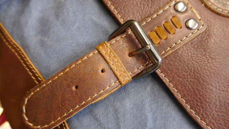 Metal закрытие кожаной сумки, конец-вверх стоковое изображение rf
