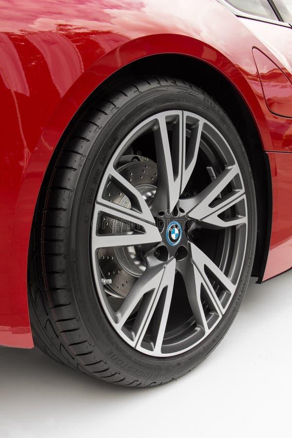 Metal оправа на красном автомобиле спорт BMW стоковая фотография rf