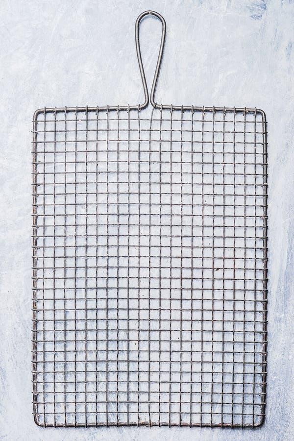 Metal решетка или шкаф для печь и охлаждать испеченные торты стоковое фото