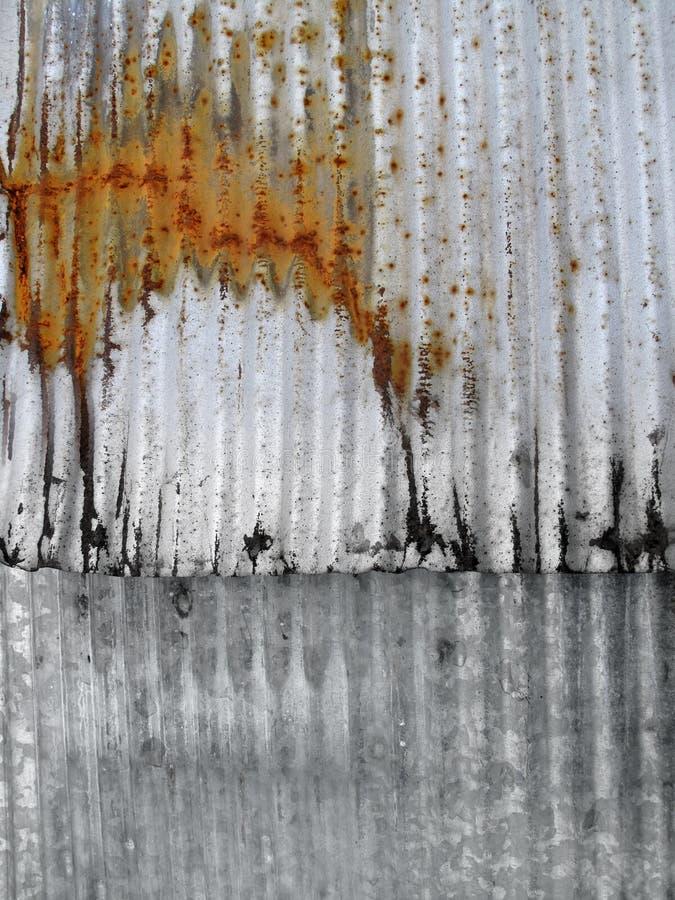 Metal acanalado oxidado imágenes de archivo libres de regalías