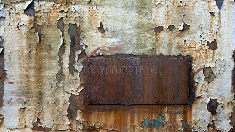 Metal aherrumbrado con la pintura saltada fotos de archivo