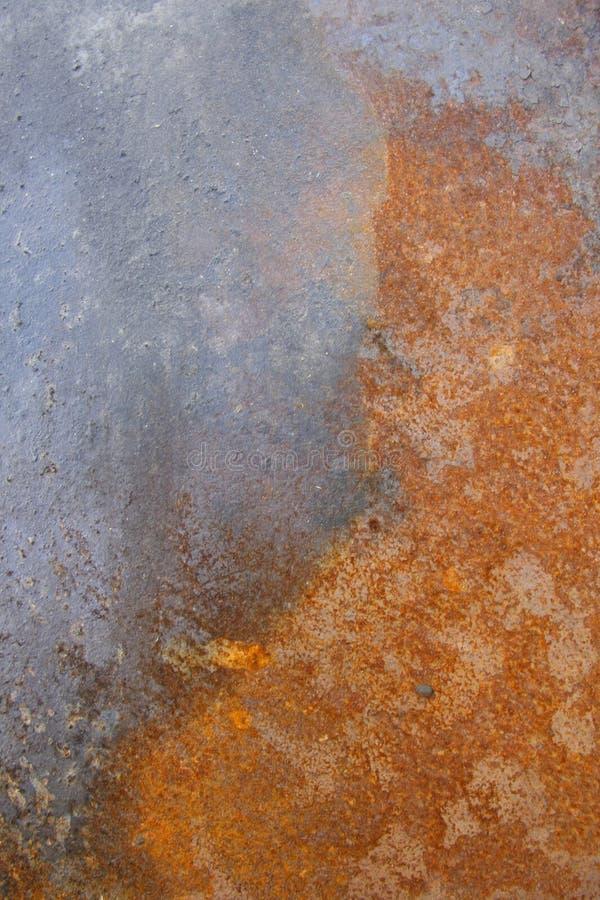 Metal cáustico oxidado com pintura da casca imagens de stock