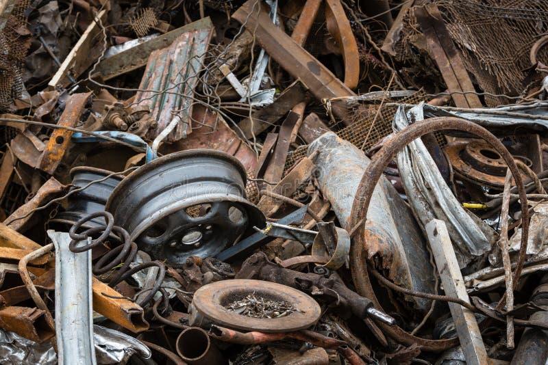 Metal de folha quebrado e oxidado fotografia de stock