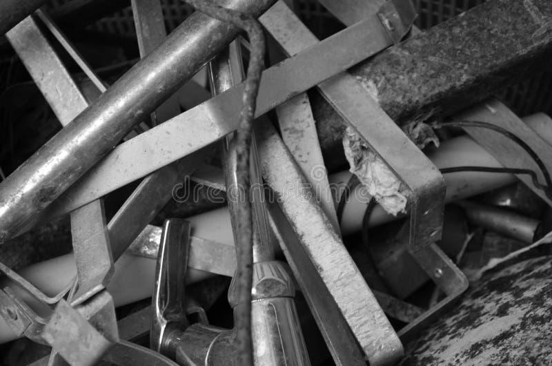 Metal de hoja quebrado y aherrumbrado imagen de archivo libre de regalías