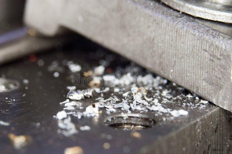 Metal de las virutas en fábrica industrial fotografía de archivo
