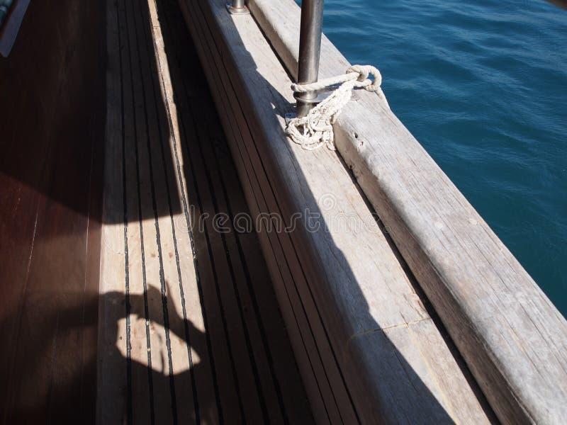 Metal del árbol del mar del yate del tablero imagenes de archivo