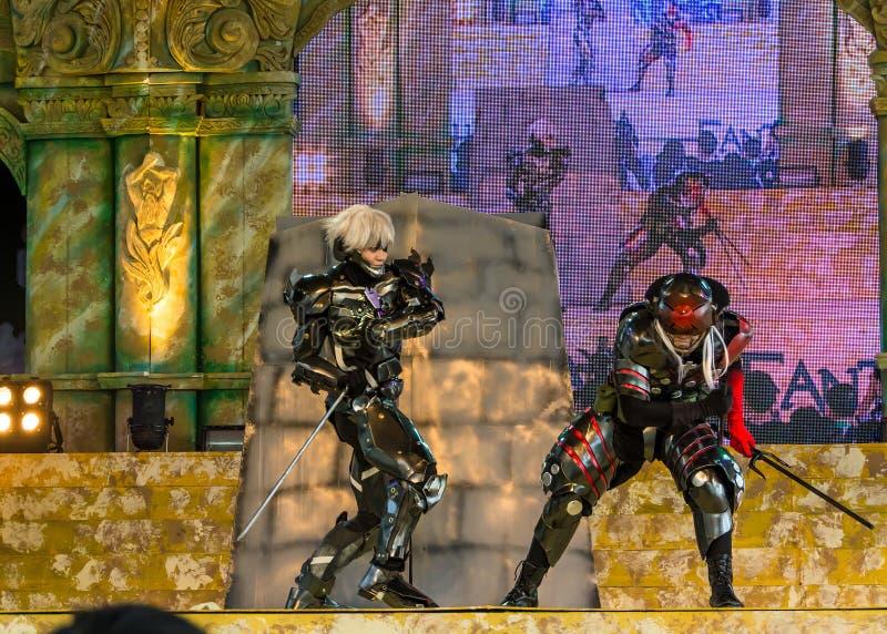 Metal el funcionamiento de levantamiento del engranaje en el mundo Cosplay 7 fantásticos de Oishi imágenes de archivo libres de regalías