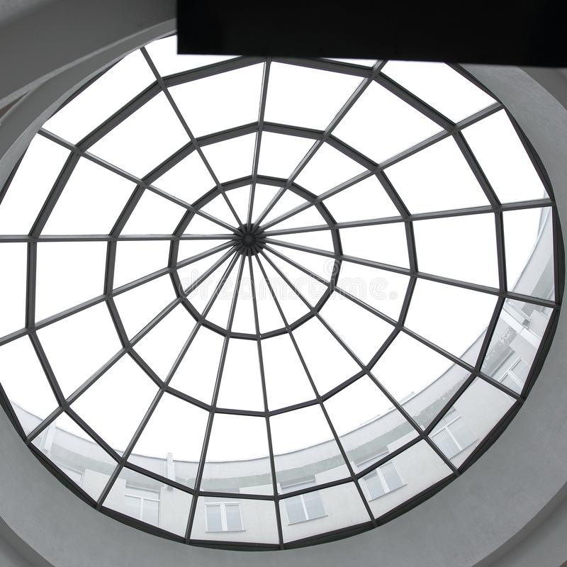 Metal i szklani szczegóły wnętrze nowożytny budynek biurowy dodatkowy interesu format tło fotografia royalty free
