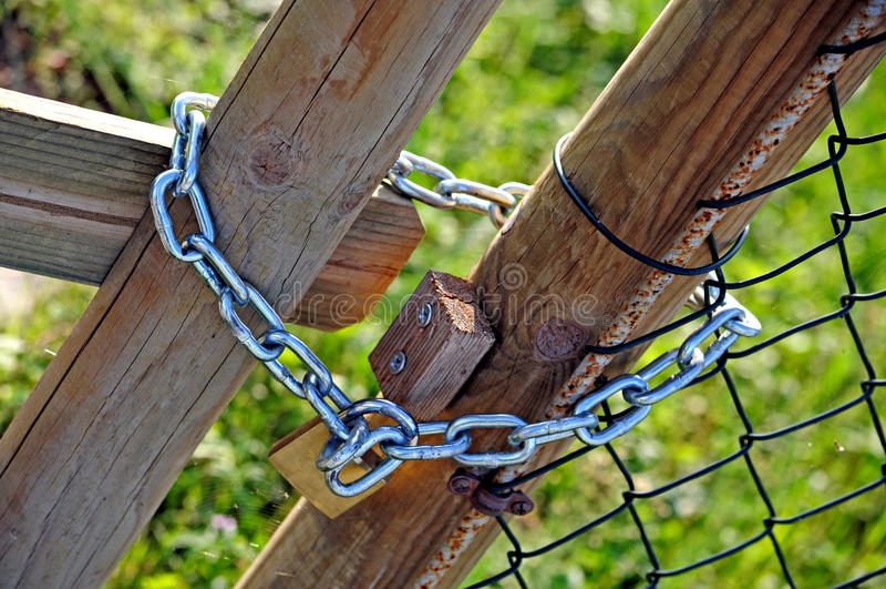 Metal kłódka i łańcuch zdjęcie stock