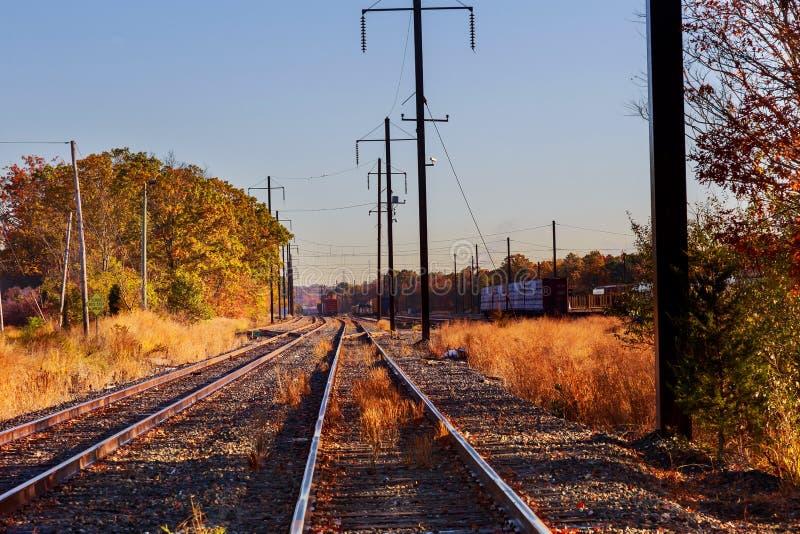 Metal kolej w jesień czasie fotografia stock