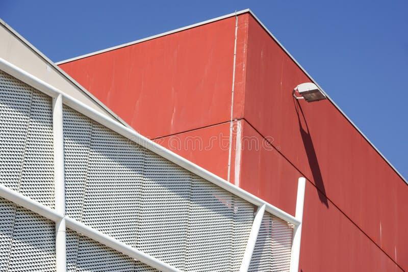 Metal la estructura geométrica del metal de la fachada de los detalles de la arquitectura del modelo fotos de archivo libres de regalías