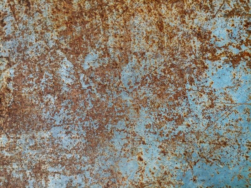 Metal la ruggine e sporco sul piatto d'acciaio con le vecchie pitture blu fotografia stock libera da diritti