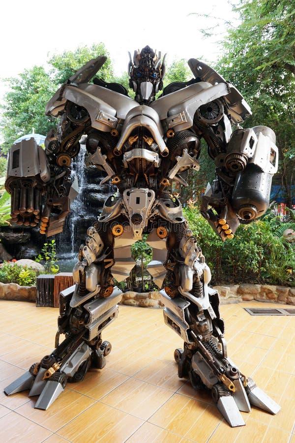 Metal las esculturas inspiradas por los robots de los transformadores en el templo del samarn de Wat imagen de archivo libre de regalías