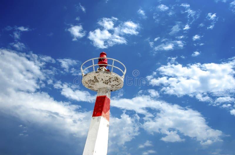 Metal latarnia morska pod cloudscape niebem zdjęcie stock