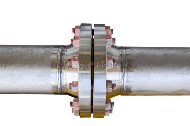 Metal les brides de tuyau avec des boulons sur un fond d'isolement, sifflez la ligne dans l'huile et l'industrie du gaz et instal image libre de droits