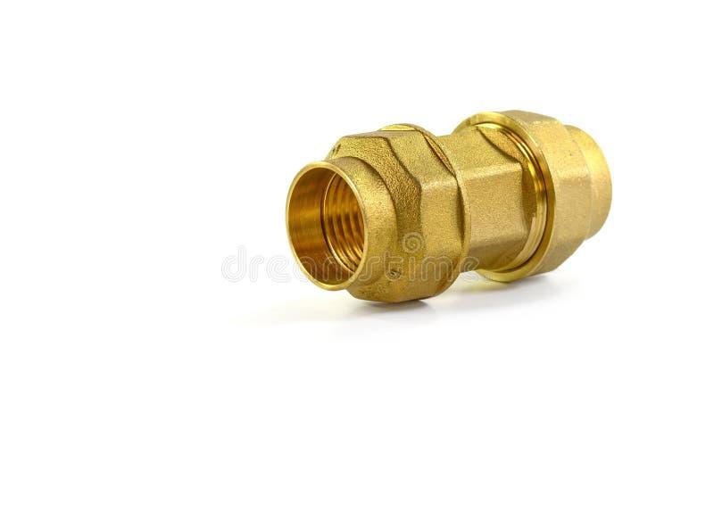 Metal les ferrures de coude pour des tuyaux, fond blanc d'isolement Outils et matériaux pour les travaux sanitaires photographie stock libre de droits