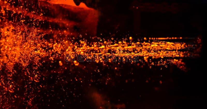Metal na carcaça metallurgy Alta temperatura na fornalha de derretimento Planta de fábrica de aço e oficina de forjadura pesadas  ilustração stock
