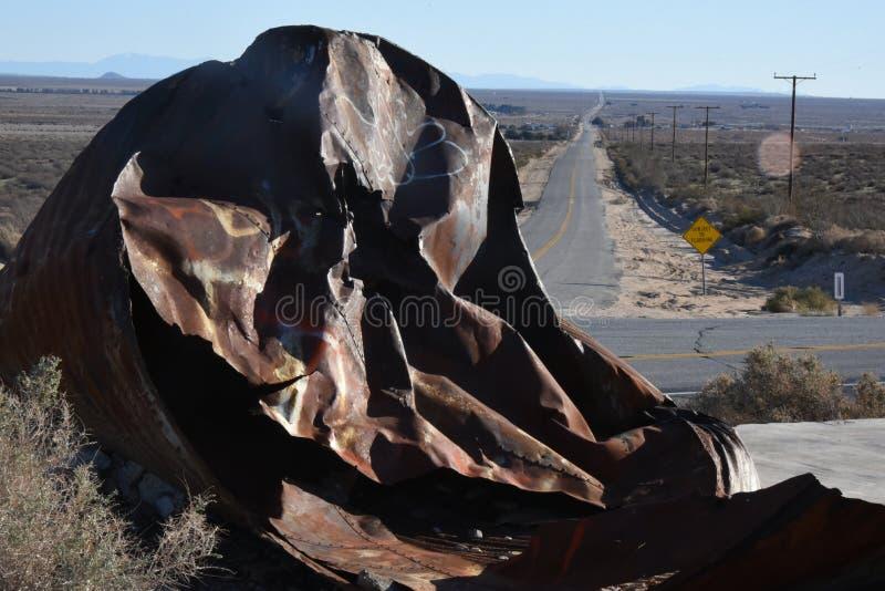 Metal na estrada do deserto foto de stock royalty free