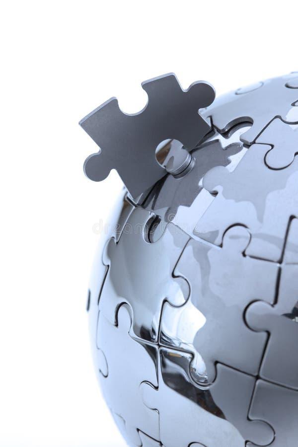 Metal o globo do enigma, close-up na luz azul fotografia de stock royalty free