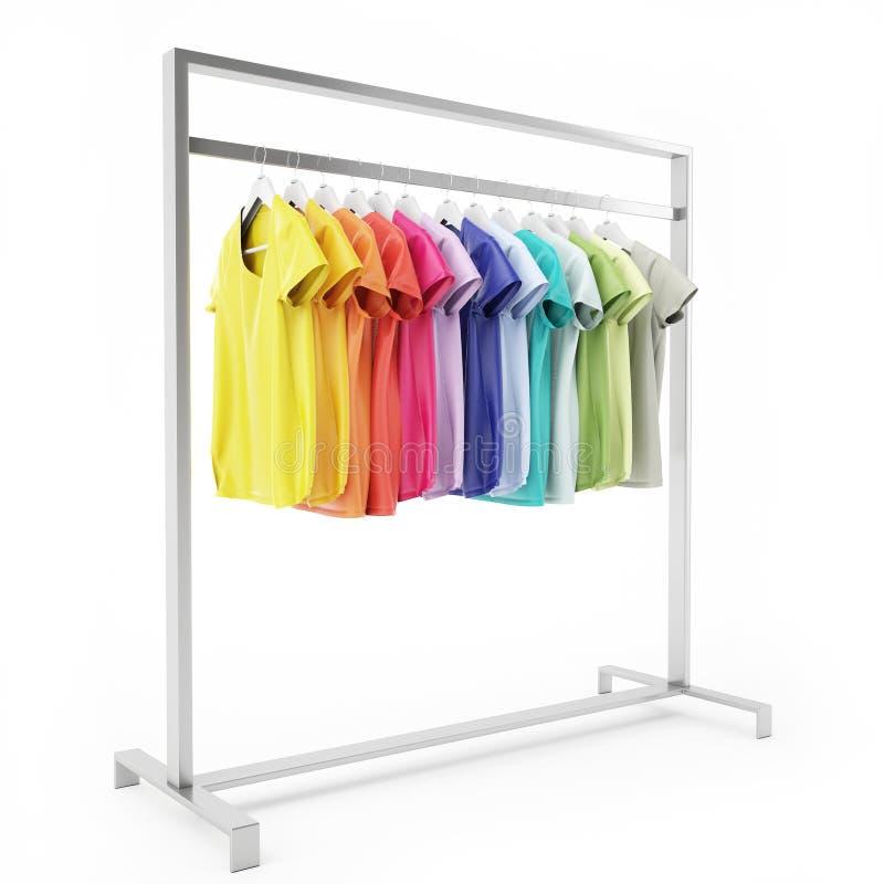 Metal o suporte com os t-shirt coloridos vazios suspensão, isolada no fundo branco ilustração do vetor