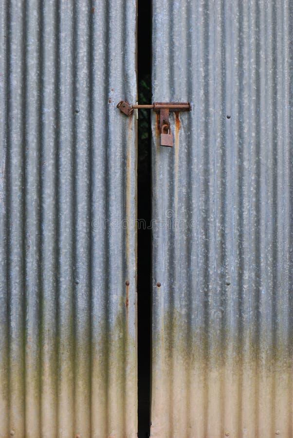 Metal portas de celeiro fotografia de stock royalty free