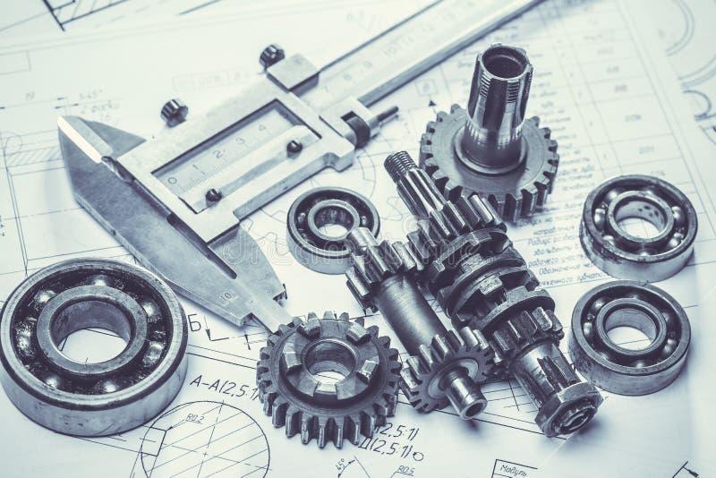 Metal przekładnie na inżynieria rysunkach obraz stock