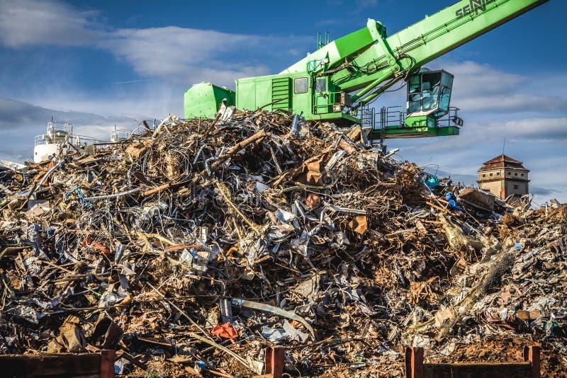 Metal que destrói e que recicla fotografia de stock