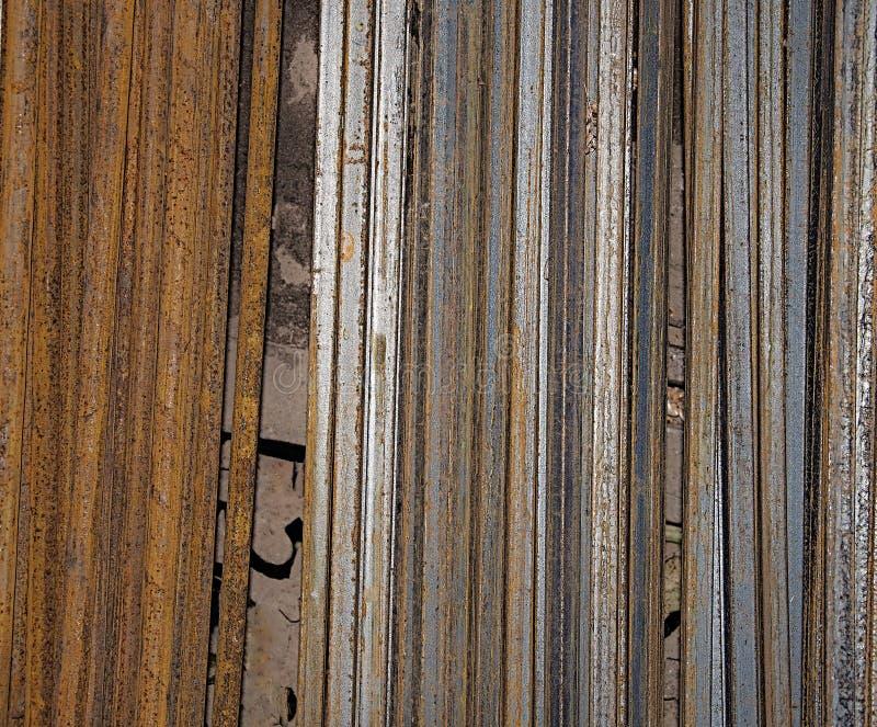 Metal Rohre Neu und rostig Hintergrund und Beschaffenheit des Metalls lizenzfreie stockfotos