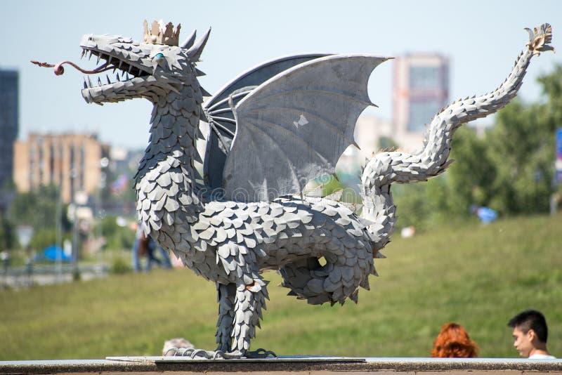 Metal rzeźba oskrzydlony wąż Zilant obraz royalty free