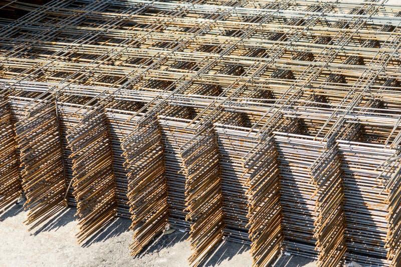 Metal siatka dla wzmacniać betonową budowę Sprzedaż metal siatka obraz royalty free