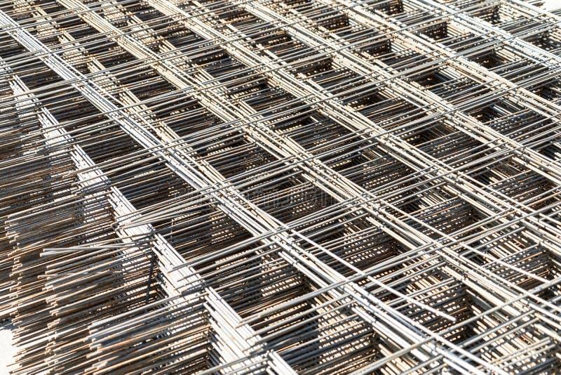 Metal siatka dla wzmacniać betonową budowę Sprzedaż metal siatka fotografia stock