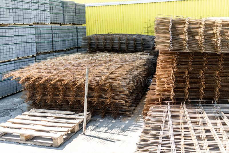 Metal siatka dla wzmacniać betonową budowę Sprzedaż metal siatka zdjęcia stock