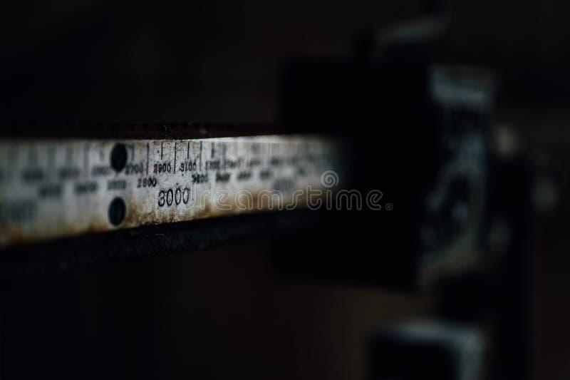 Metal skala szczegół Zaniechanego Indiana wojska Amunicyjna zajezdnia - Indiana - Porzucony mieszanka dom - fotografia royalty free