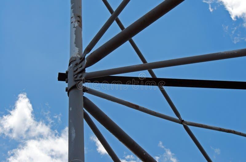 Metal struktura przeciw niebu obrazy royalty free