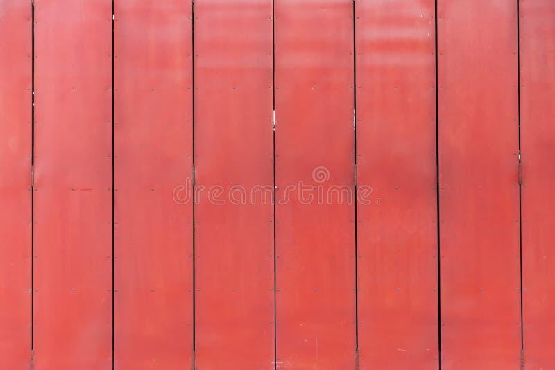 Metal tekstury drzwiowy o?niedzia?y koroduj?cy t?o ośniedziały czerwony drzwi dla garażu magazynu obrazy royalty free