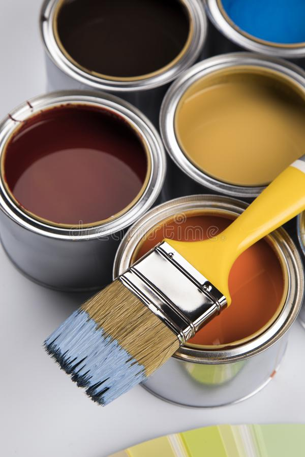 Free Metal Tin Cans With Color Paint And Paintbrush Stock Image - 165250521