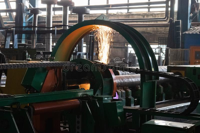 Metal tokarka Machining metal ciąć na kręcenia i mielenia maszynie zdjęcia stock