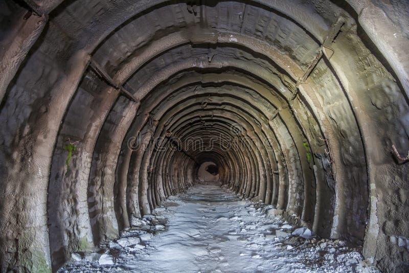Metal tubbing подкладка в покинутой меловой шахте в Белгороде стоковое изображение rf