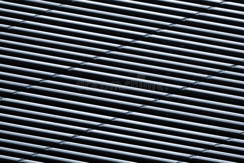 Metal wentylaci siatka z wypaczać równoległymi liniami zdjęcia stock